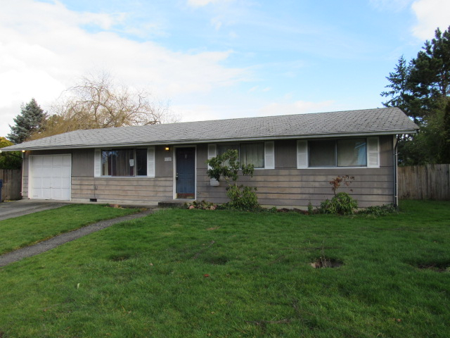Photo of home for sale at 1102 N Viewmont Dr, Mount Vernon WA