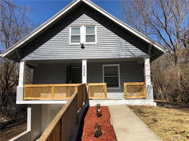 Photo of home for sale at 6608 67th Street E, Kansas City MO