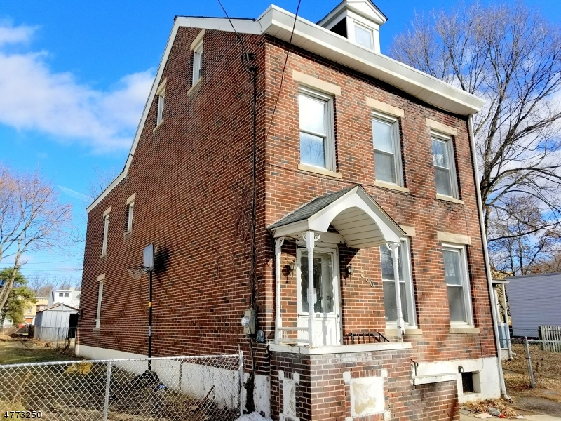 Photo of home for sale at 333 Mercer St, Phillipsburg Town NJ