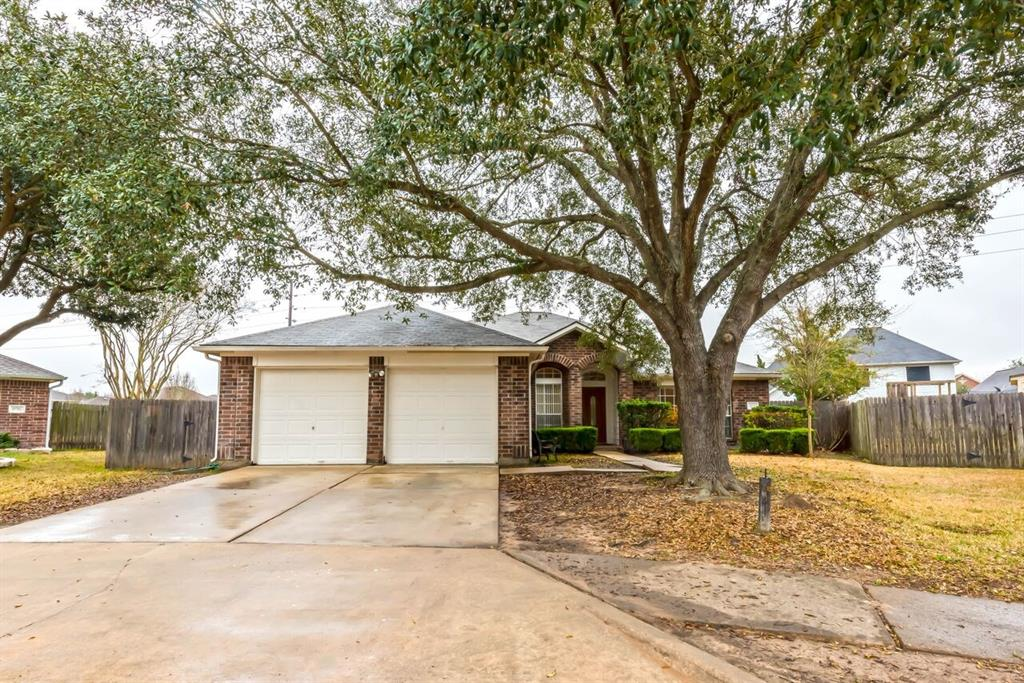 Photo of home for sale at 19703 Windmoor Court, Katy TX