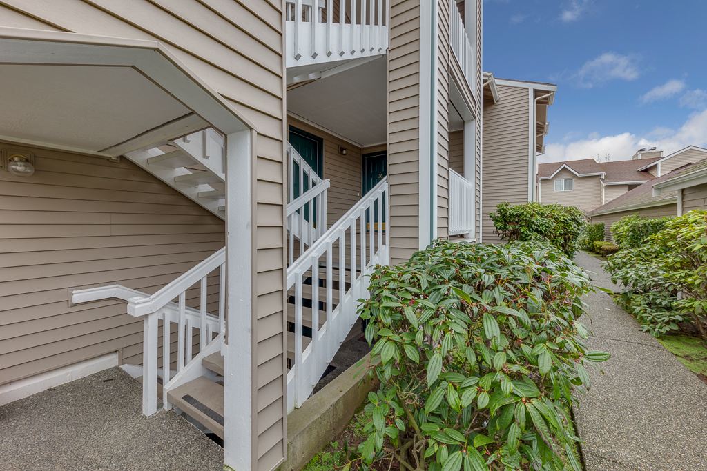 Photo of home for sale at 1410 W Casino Rd, Everett WA