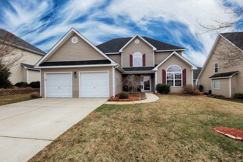 http://images.kw.com/listings/9/3/9/9397929/1518717251458_14_Dunnell_Rd_Mooresville_NC_large_002_54_Home_1500x1000_72dpi.jpg?lm=20180215T000000