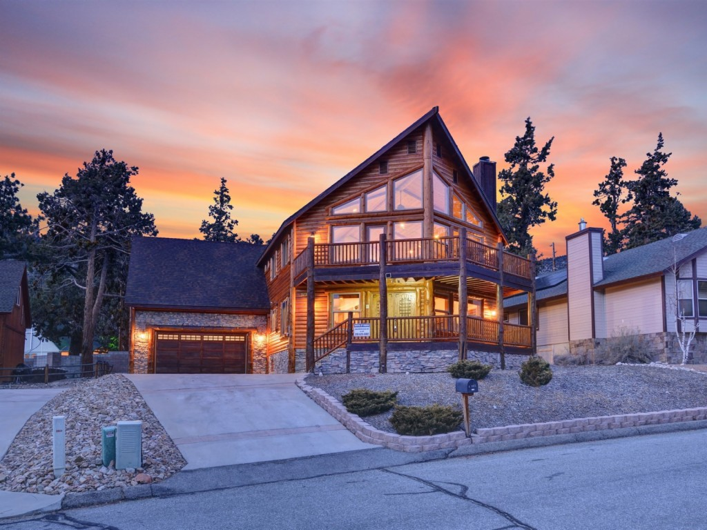 Photo of home for sale at 42595 Bear Loop, Big Bear City CA