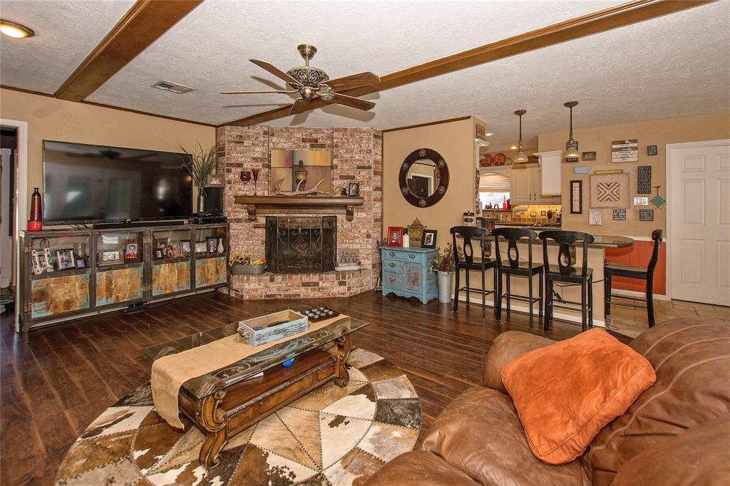 Photo of home for sale at 918 Southern Hills Road, Kingwood TX