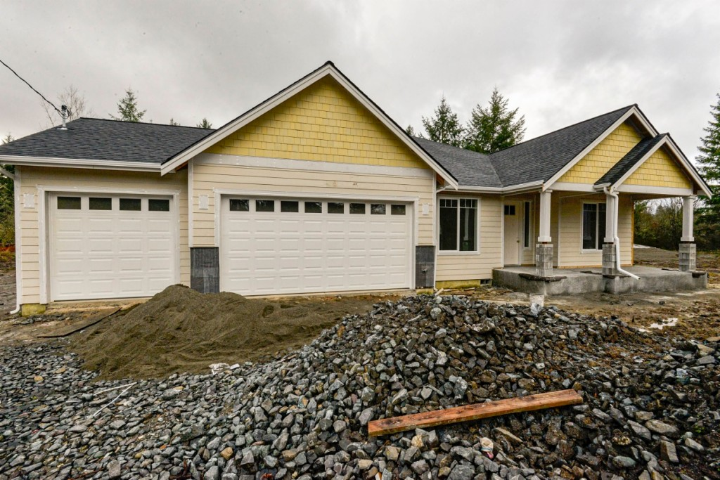 Photo of home for sale at 18515 138th Ave Se, Yelm WA