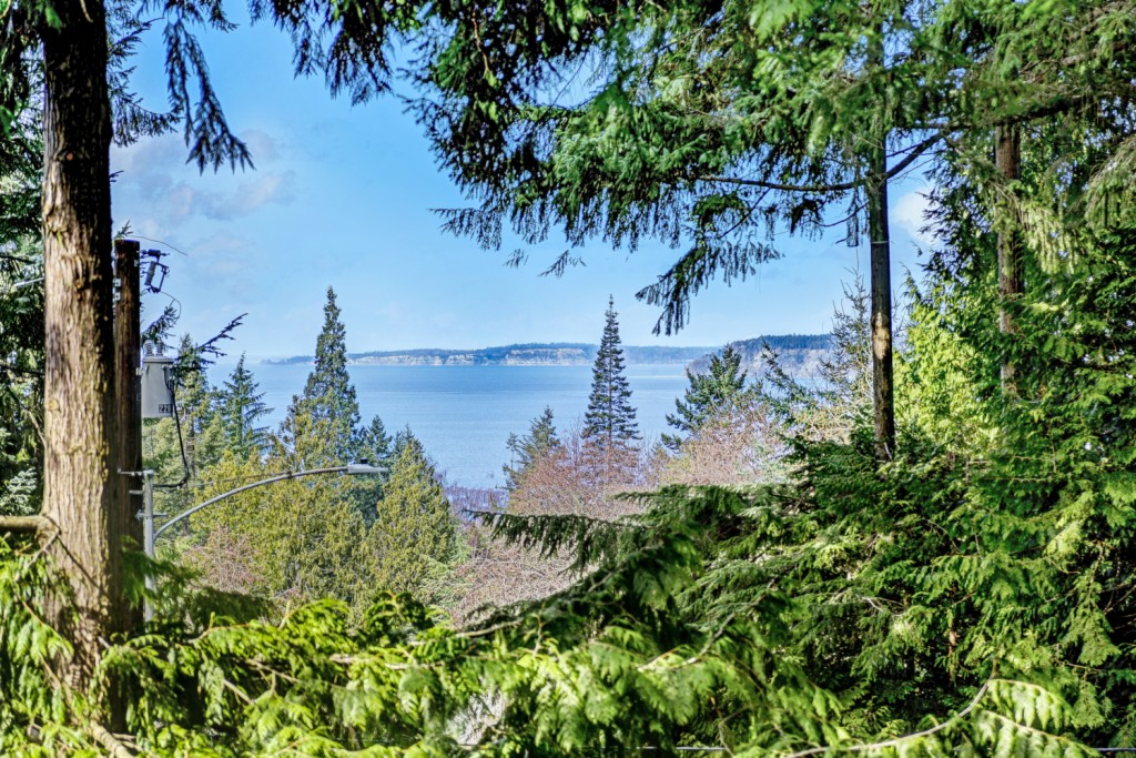 Photo of home for sale at 7400 Soundview Dr, Edmonds WA
