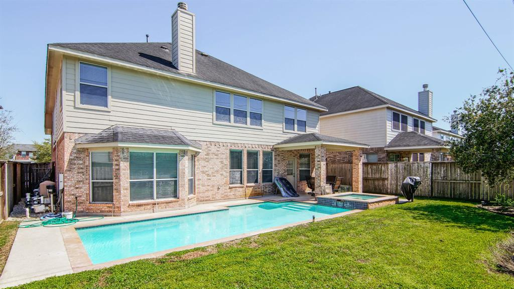 Photo of home for sale at 3102 Palm Harbour Drive, Missouri City TX