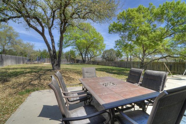Photo of home for sale at 401 Wye Oak ST, Austin TX