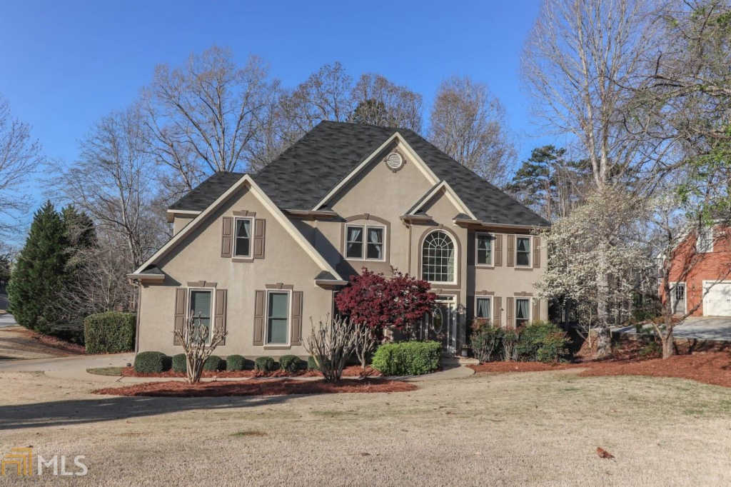 Photo of home for sale at 155 Interlochen Dr, Peachtree City GA