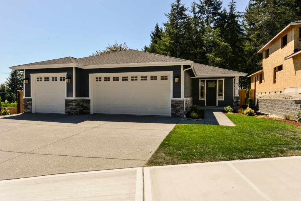 Photo of home for sale at 6712 58th St Ct W, University Place WA