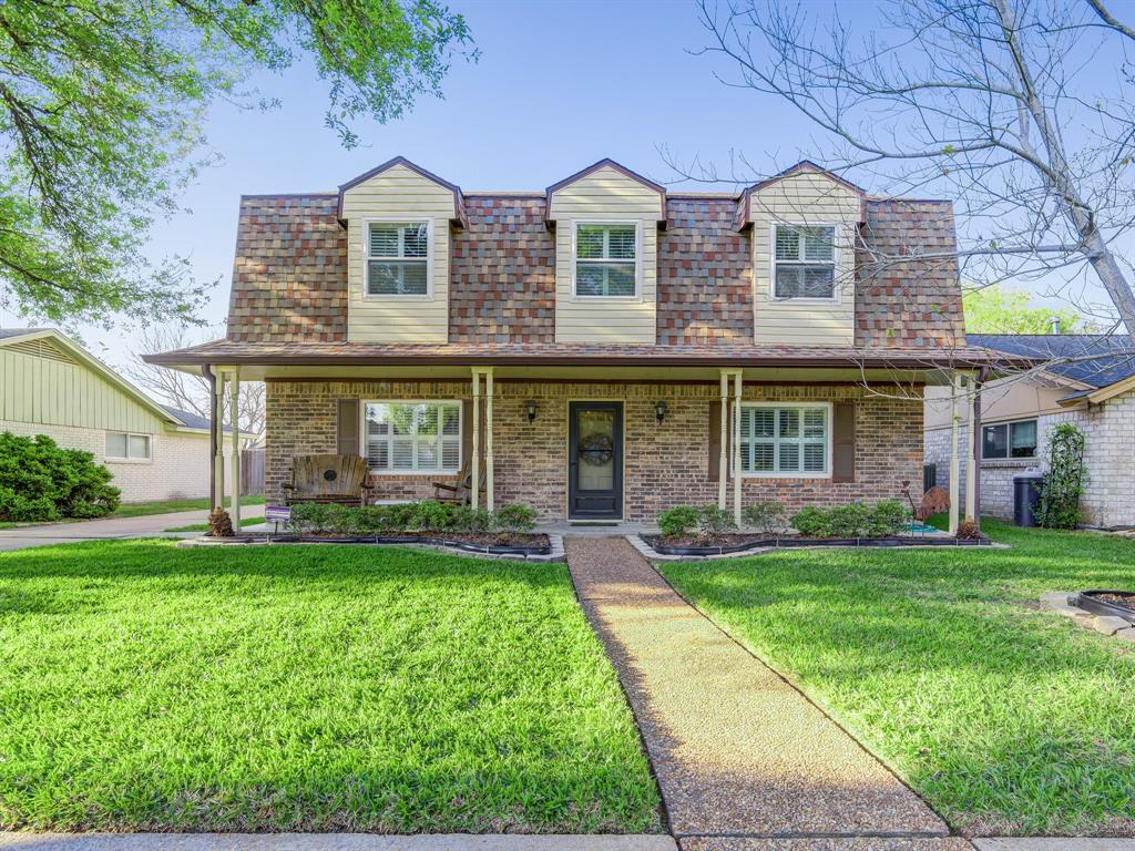 Photo of home for sale at 9722 Derrik Drive, Houston TX