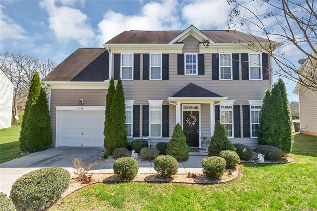 Photo of home for sale at 2220 Wexford Way, Statesville NC