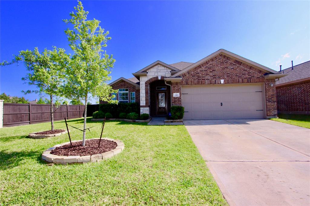 Photo of home for sale at 2303 Snowy Egret Drive, Katy TX