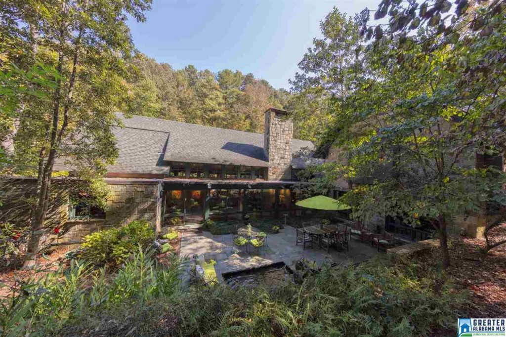 Photo of home for sale at 3556 Spring Valley Ct, Mountain Brook AL