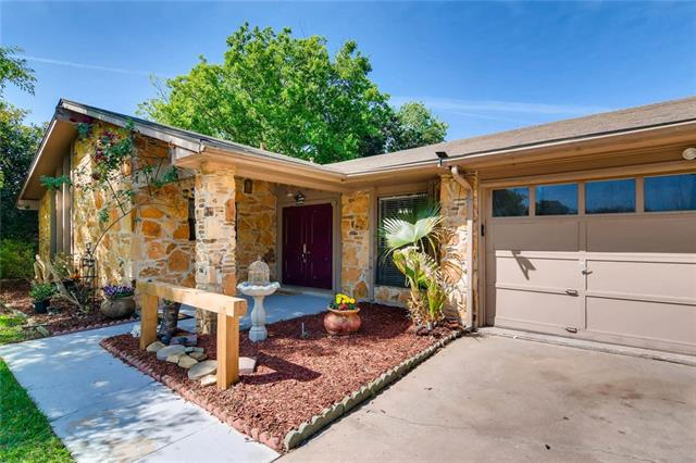 Photo of home for sale at 11410 Barrington WAY, Austin TX