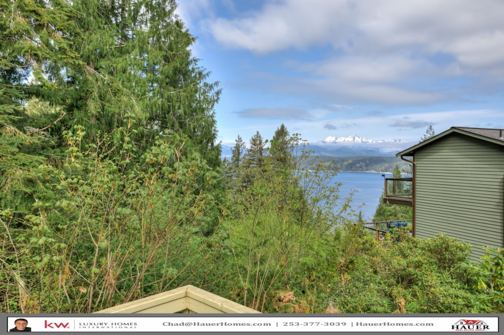 Photo of home for sale at 480 E Olympic Vista Dr, Union WA
