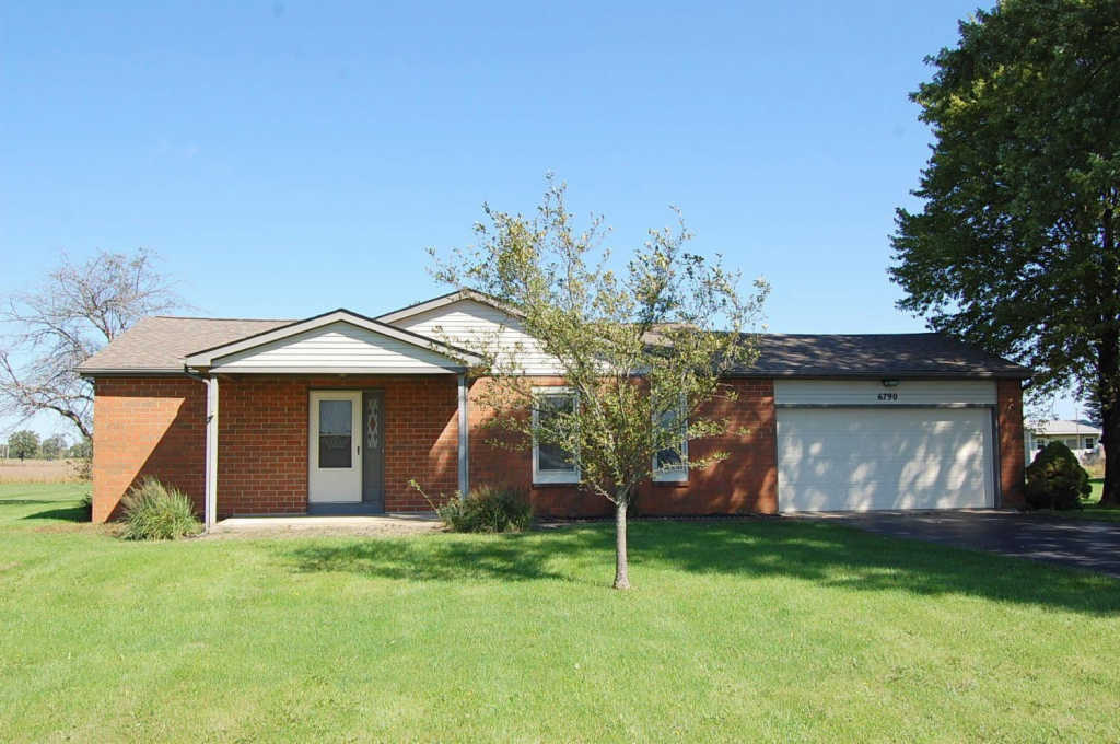 Photo of home for sale at 6790 Converse Huff Road, Plain City OH
