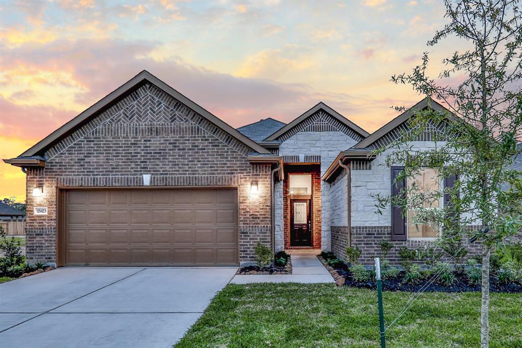 Photo of home for sale at 15423 Rosehill Summit Lane, Houston TX