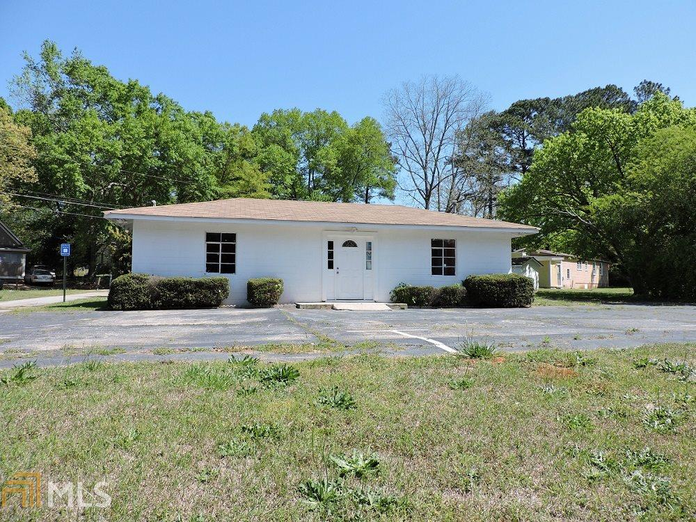 Photo of home for sale at 198 Kenwood Rd, Fayetteville GA