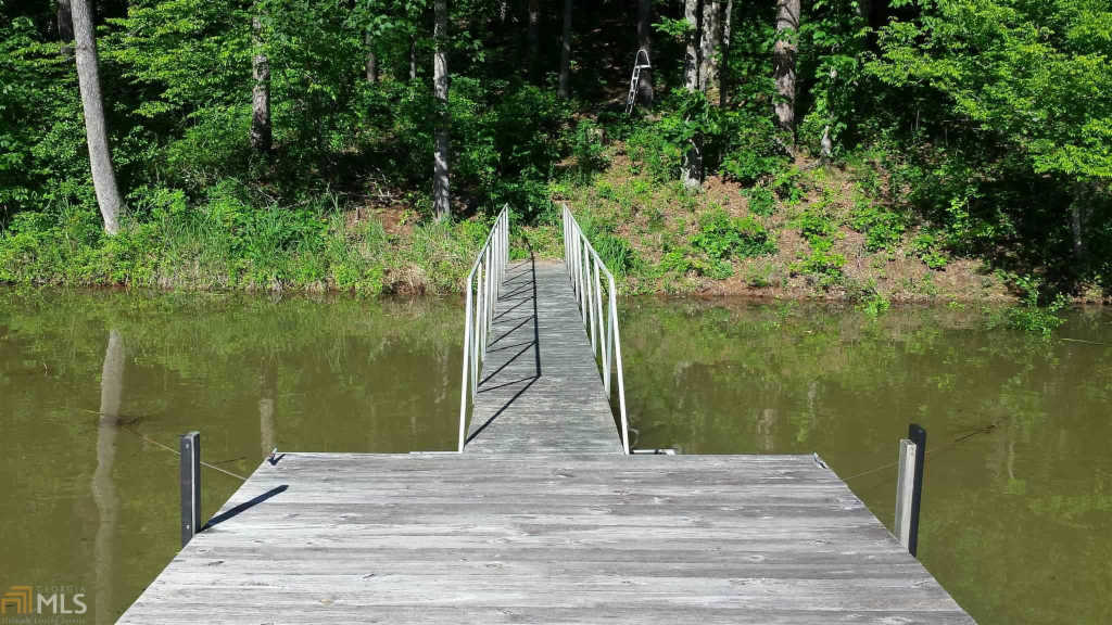 Photo of home for sale at 123 Lake Breeze Ln, Westminster SC