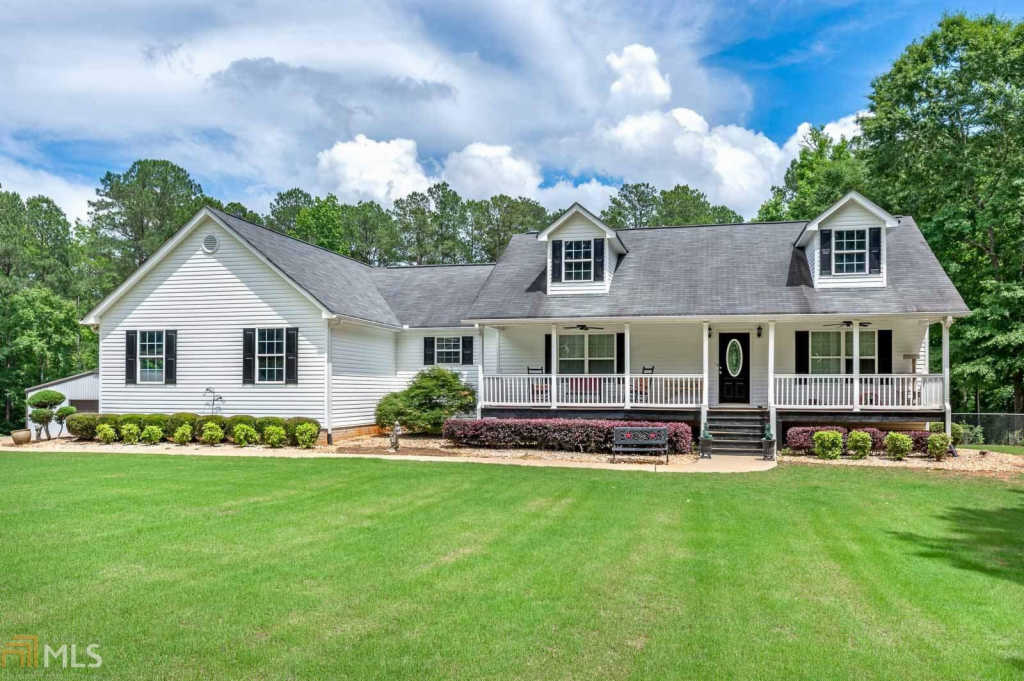Photo of home for sale at 319 Parker Rd, Covington GA