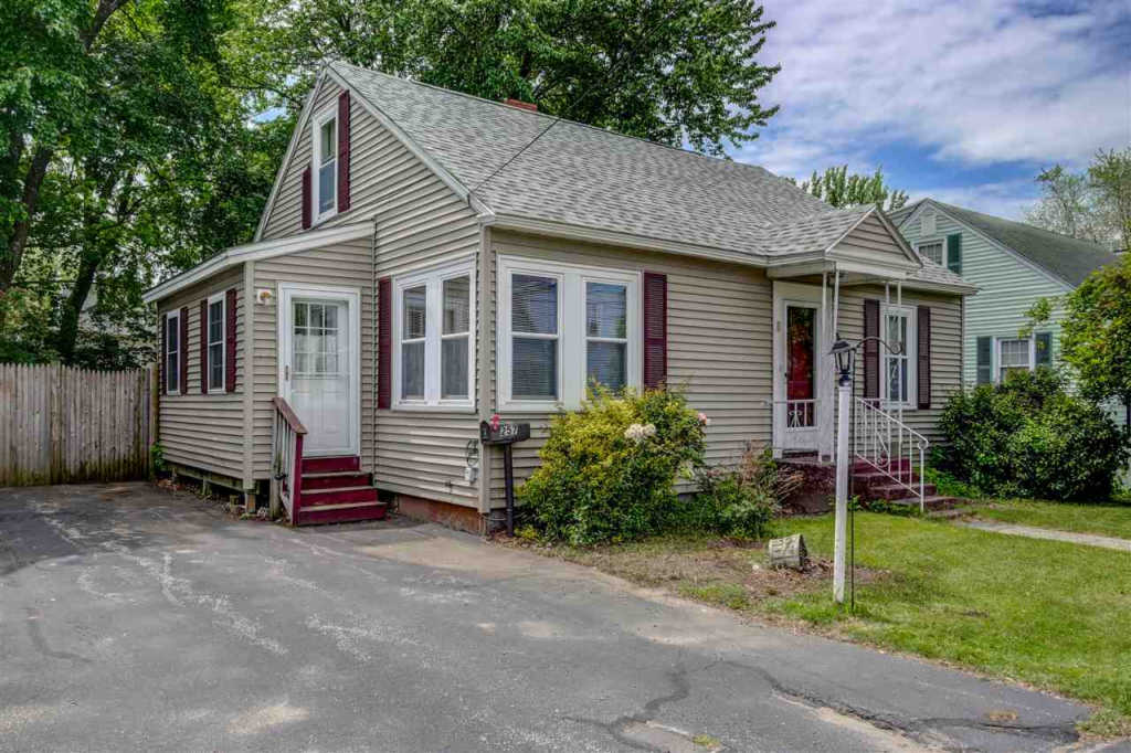 Photo of home for sale at 257 Mitchell Street, Manchester NH