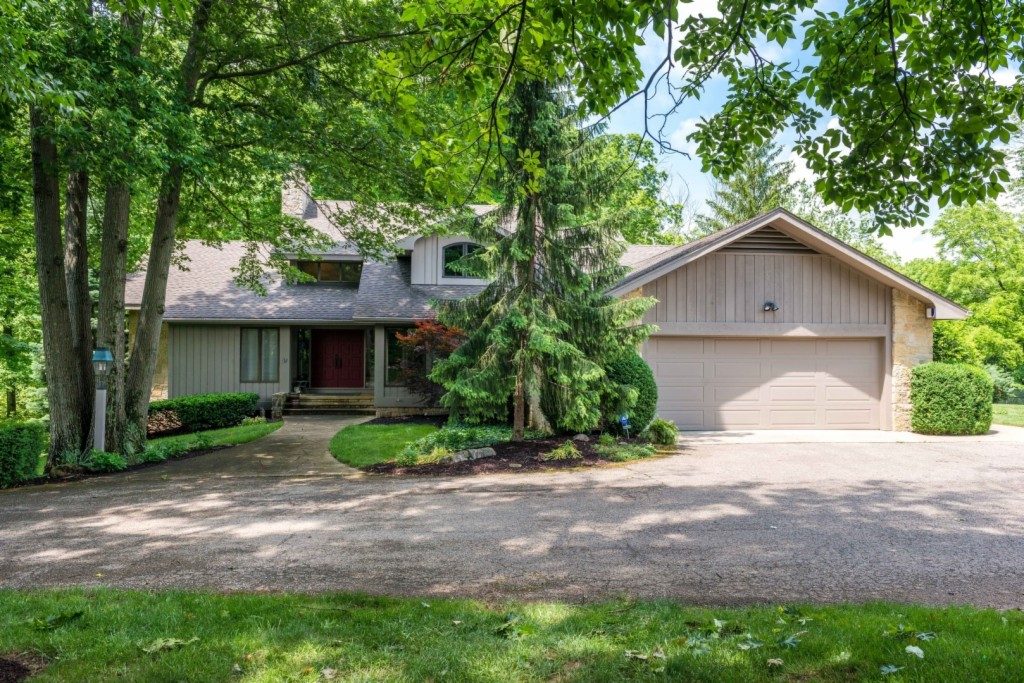 Photo of home for sale at 7181 Peters Pike, Dayton OH