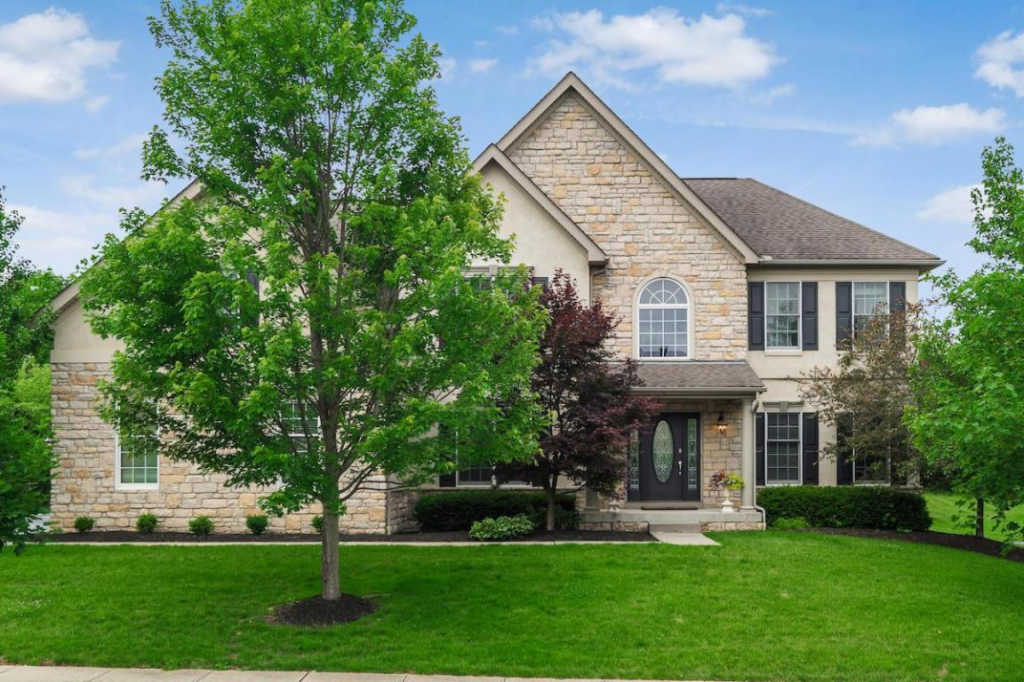 Photo of home for sale at 8373 Autumnwood Way, Dublin OH