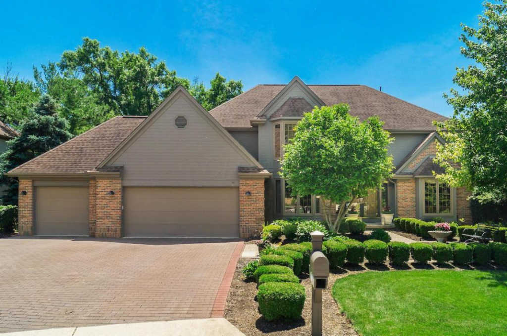 Photo of home for sale at 6197 Abbotsford Drive, Dublin OH