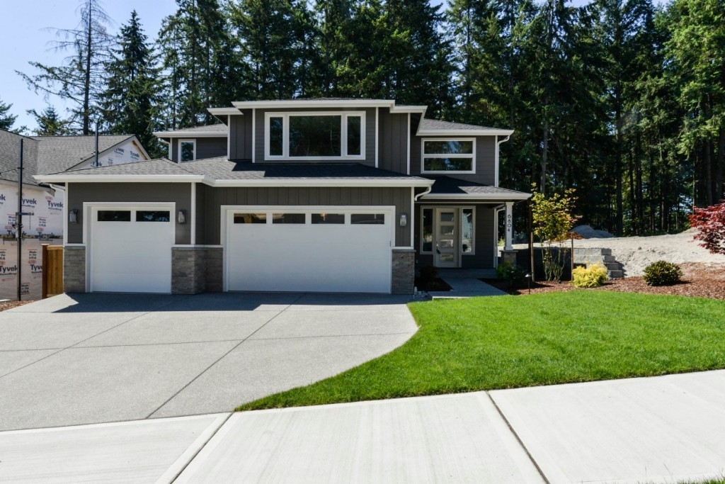 Photo of home for sale at 6804 58th St Ct W, University Place WA