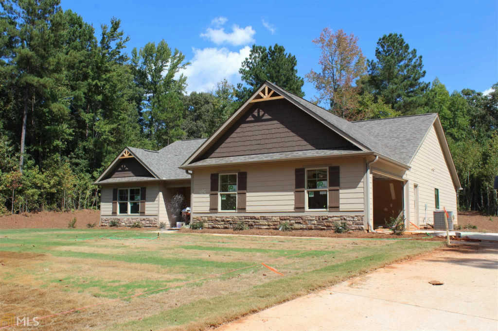Photo of home for sale at 1215 Witcher Rd, Newnan GA