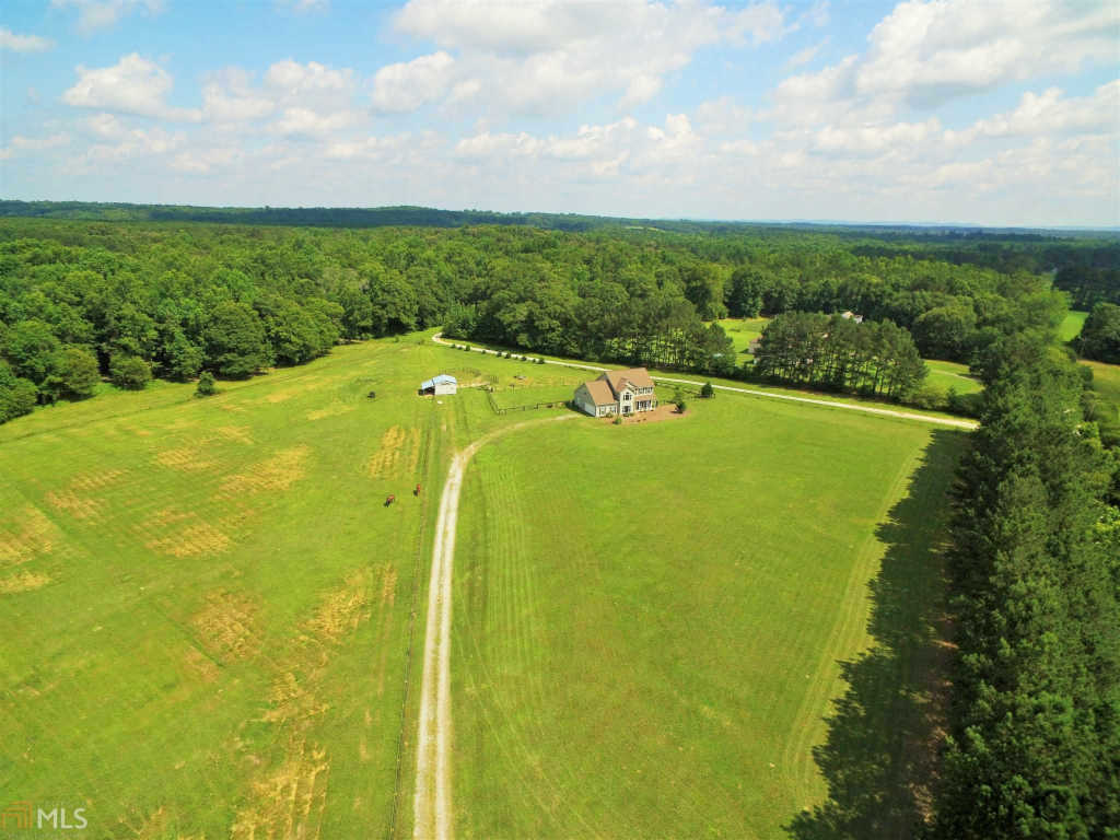Photo of home for sale at 2022 Wood Creek Rd, Williamson GA