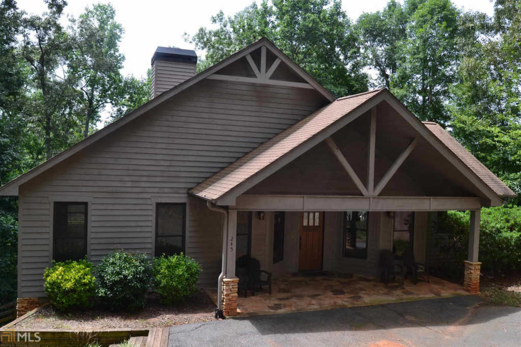 Photo of home for sale at 245 Horseshoe Bnd, Westminster SC
