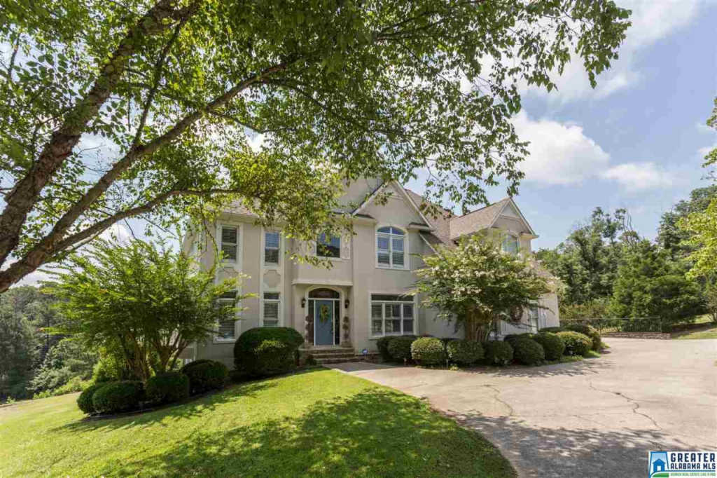 Photo of home for sale at 411 Quail Ridge Rd, Oneonta AL