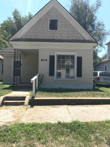 Photo of home for sale at 604 Independence Avenue, St Joseph MO