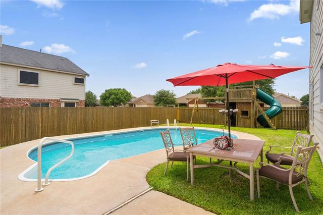 Photo of home for sale at 901 Mohican ST, Round Rock TX