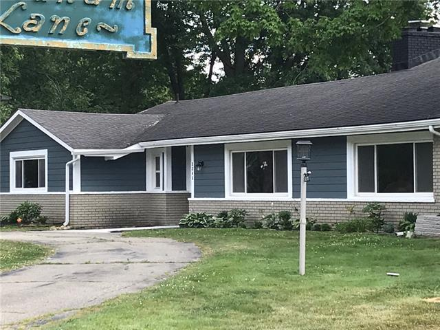 Photo of home for sale at 3245 Middlebury Lane, Bloomfield Township MI
