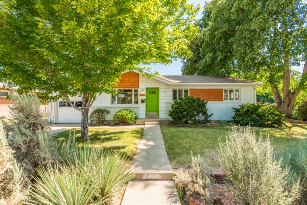 Photo of home for sale at 6203 Johnson Way, Arvada CO