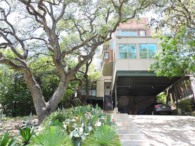 Photo of home for sale at 2612 Carnarvon LN, Austin TX