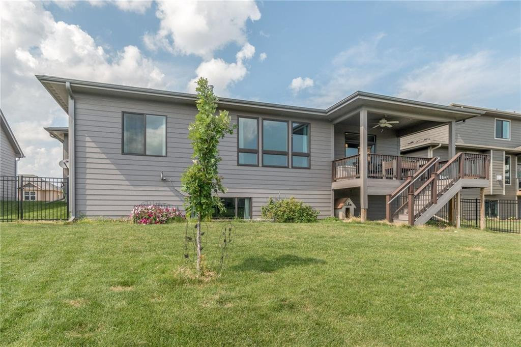 Photo of home for sale at 807 31st Street NW, Ankeny IA