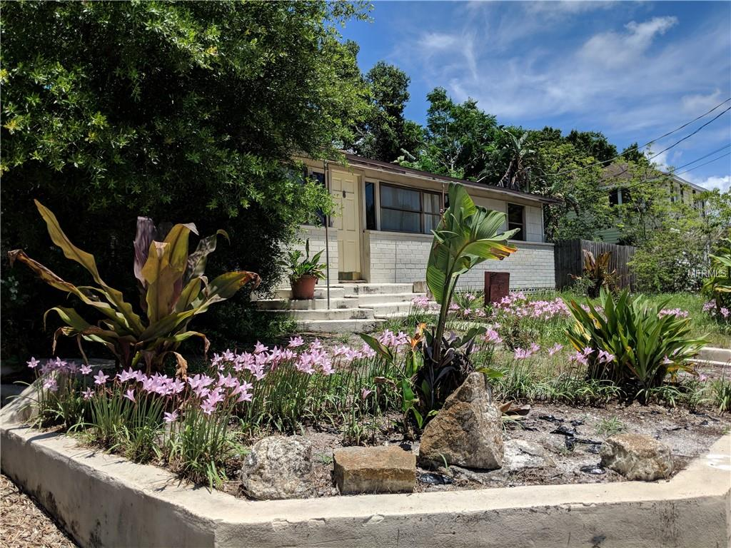Photo of home for sale at 811 SCHOOL AVENUE S, Sarasota FL