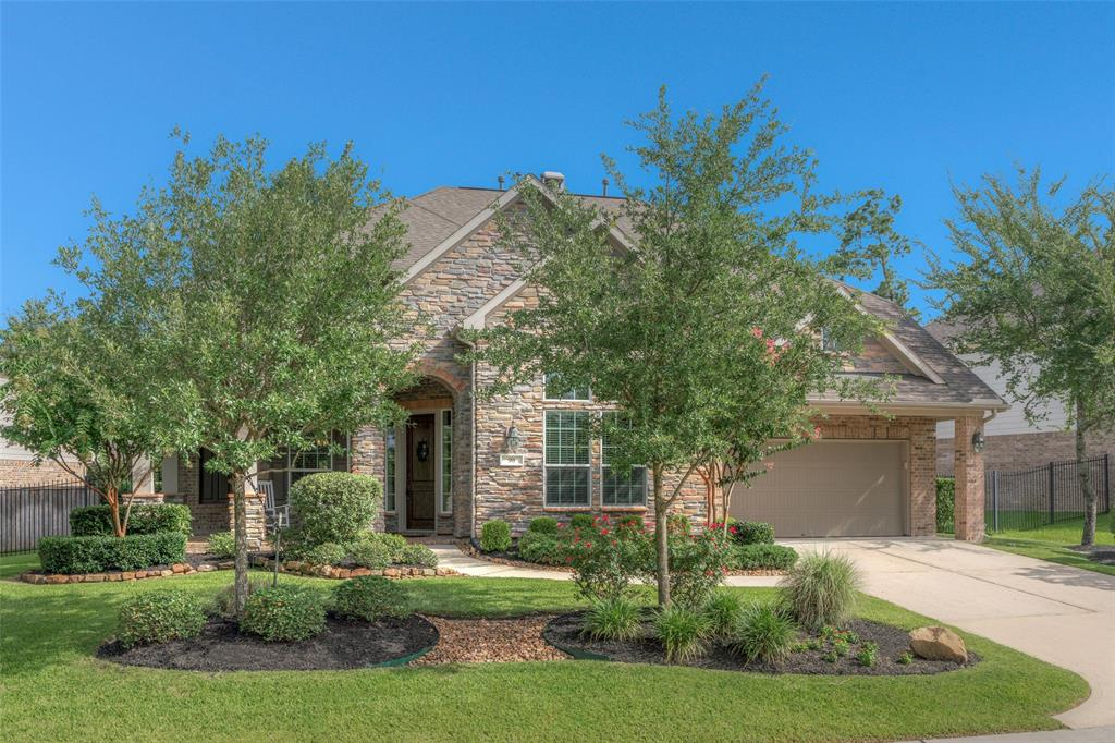Photo of home for sale at 98 Canyon Wren Circle E, The Woodlands TX