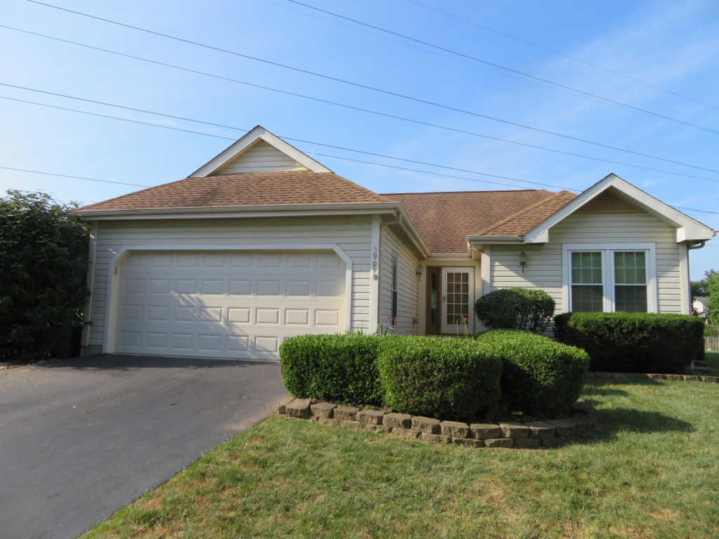 Photo of home for sale at 3909 Buckskin Court, Columbus OH