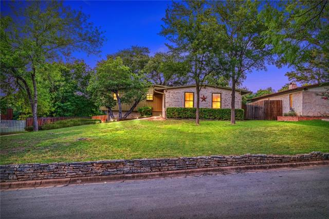 Photo of home for sale at 1 Sugar Shack DR, West Lake Hills TX