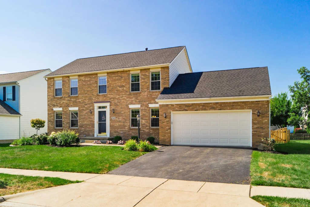 Photo of home for sale at 5465 Thorney Drive, Hilliard OH