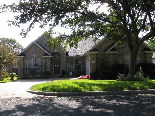 Photo of home for sale at 11105 Appletree LN, Austin TX