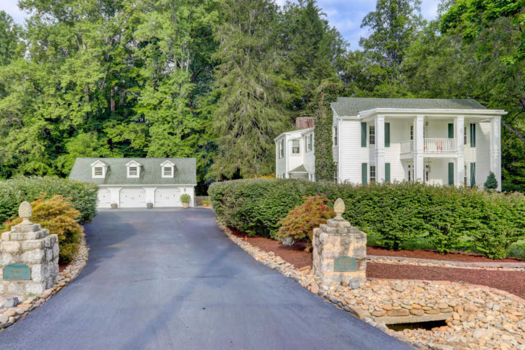 8815 Sevierville Pike, Knoxville, Tennessee