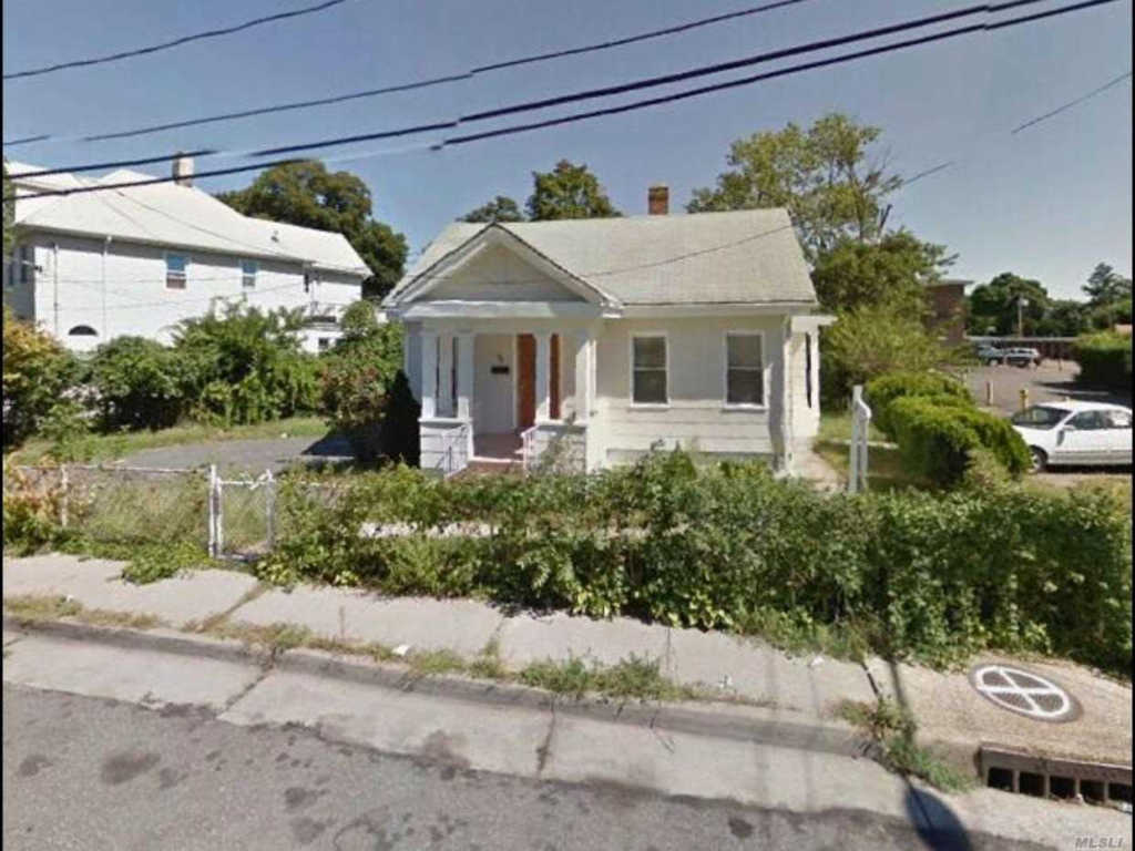 Photo of home for sale at 16 Weekes Ave, Hempstead NY