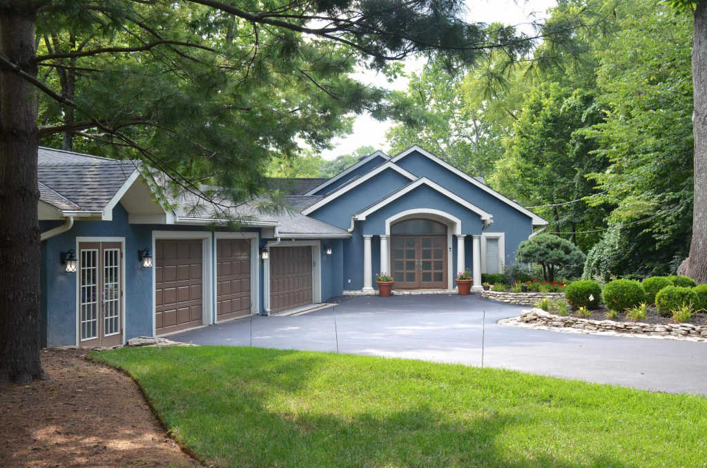 Photo of home for sale at 7961 Riverside Drive, Dublin OH