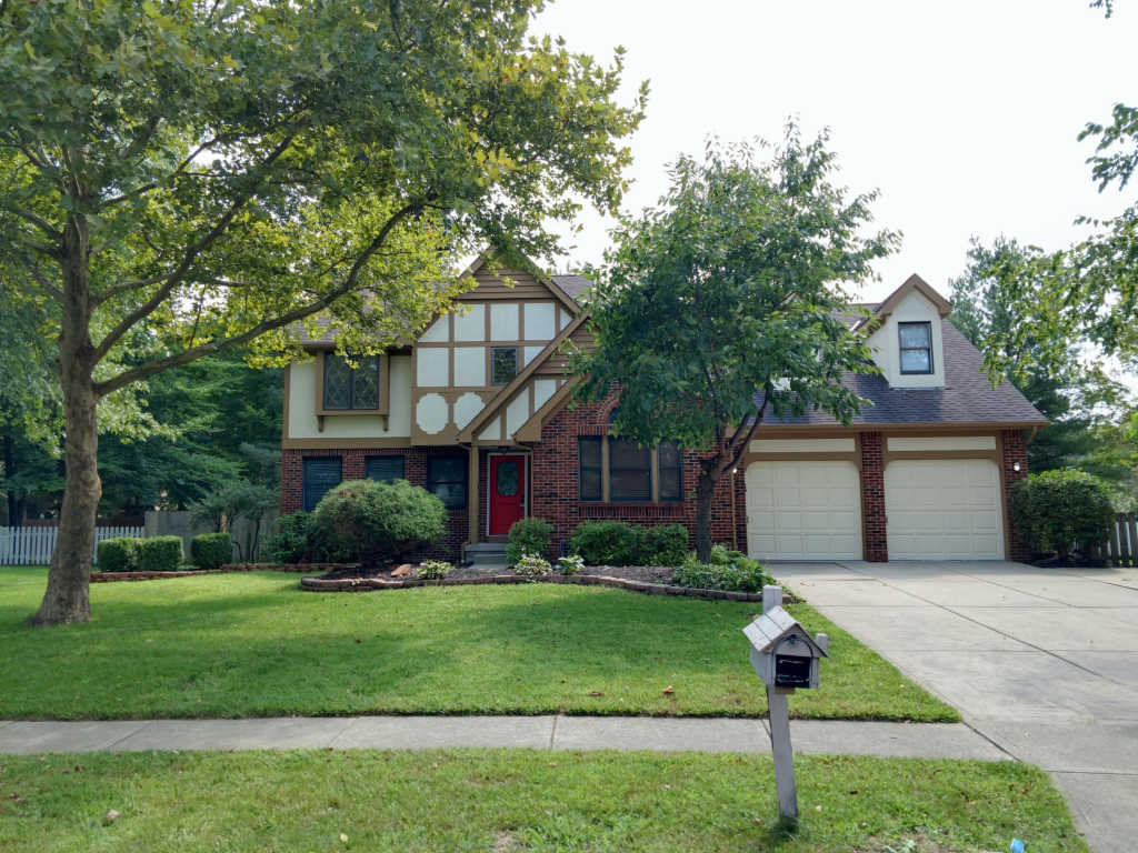 Photo of home for sale at 980 Zodiac Avenue, Gahanna OH